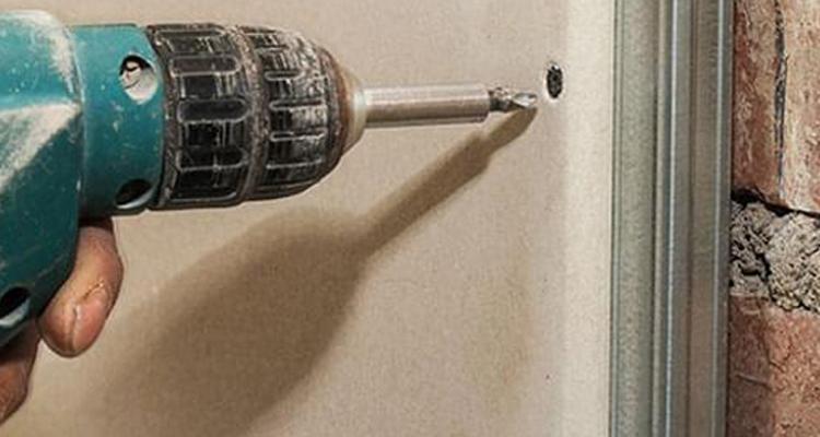 Conheça as regras para fixar cargas em drywall