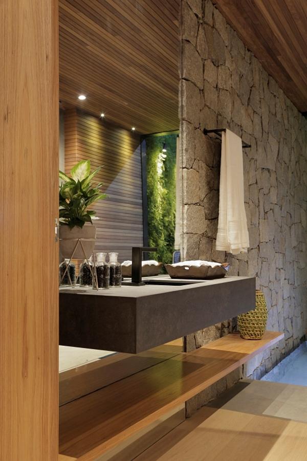 No projeto de Duda Porto, a parede drywall foi revestida com pedras. Montantes a cada 30 cm garantem a sustentação