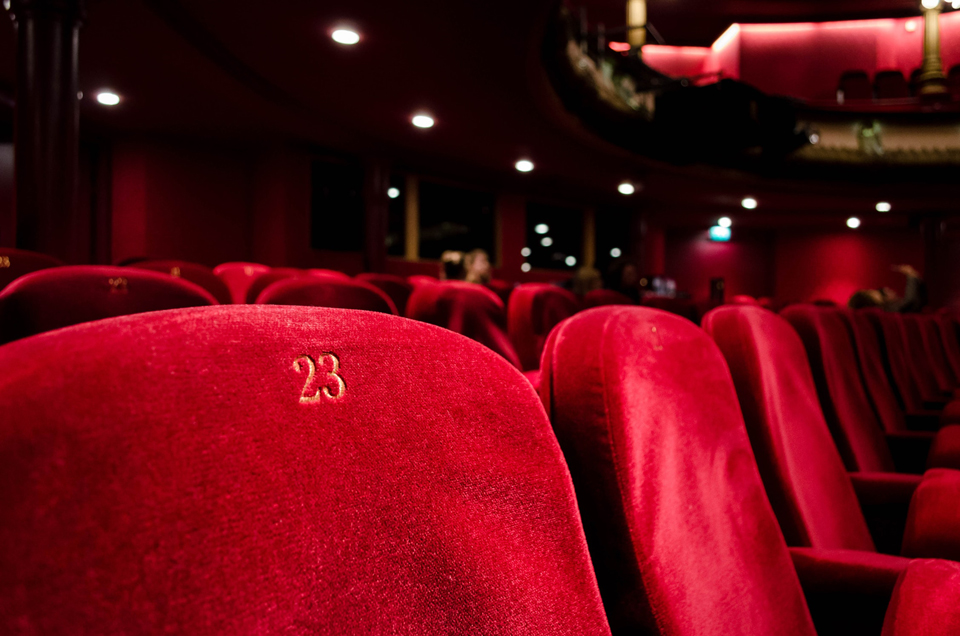 Indicadas para uso em salas de cinema, as chapas RF em estruturas reforçadas podem resistir até 2 horas ao fogo.